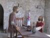 Фигуры рыцарей в помещении