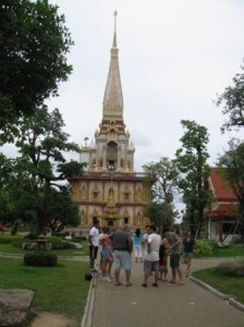 храм, ответ тайцев на башню Сююмбеке (на самом деле рука фотографа дрогнула)